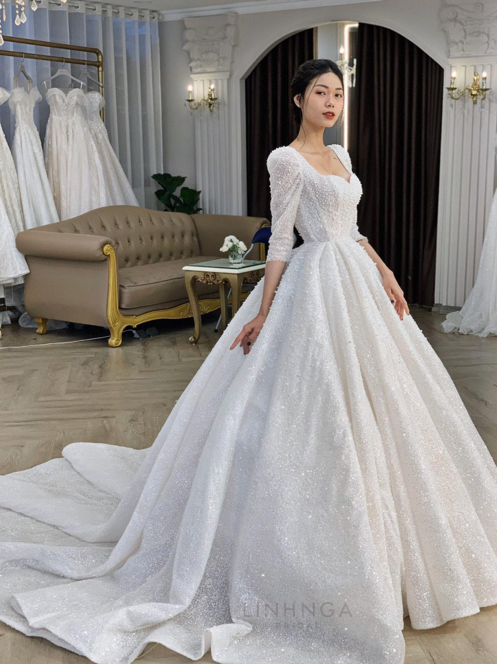 Long Sleeves Ball Gown Wedding Dress Luxury Sweet Heart Etsy In 2020 Long Sleeve Ball Gown Wedding Dress White Bridal Dresses Ball Dresses