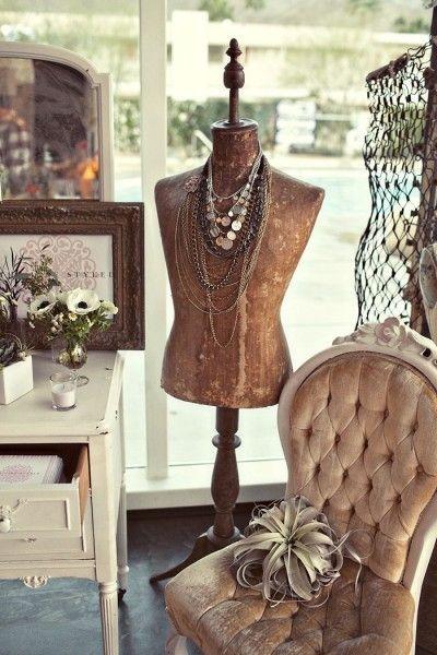 display boutique ideas pinterest deco mannequin de couture et decoration. Black Bedroom Furniture Sets. Home Design Ideas