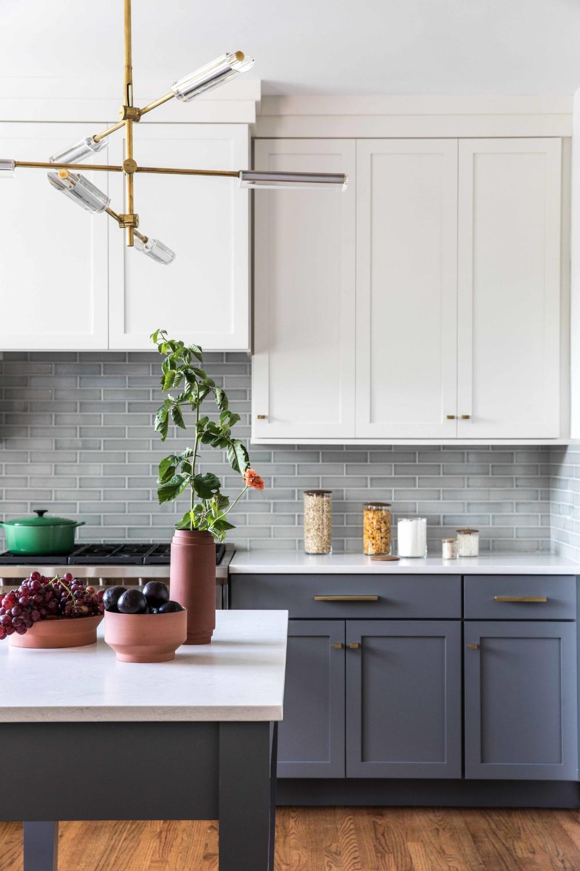 Portsmouth New Hampshire Interior Designer Tyler Karu Design Interiors Maine Interior Desi In 2020 Classic Backsplash Backsplash For White Cabinets Fireclay Tile