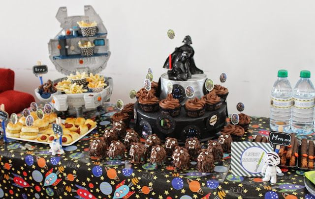 Star Wars party table.
