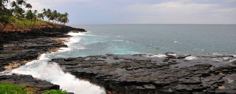 Felsige Klippen auf einer unserer Sao Tomé und Principé Gruppenreisen.