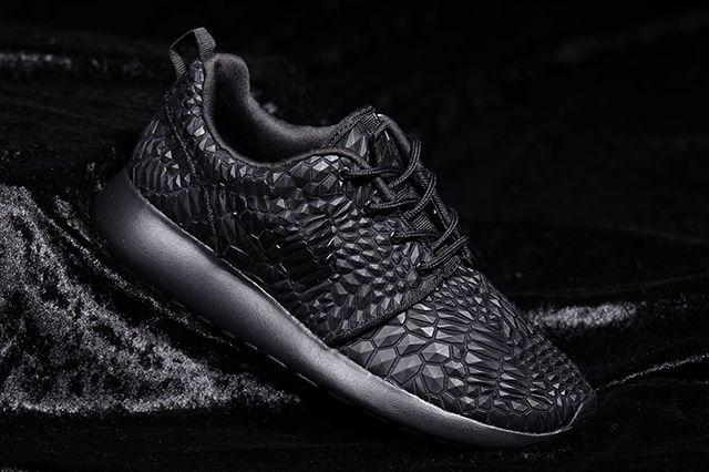 Nike Roshe One Dmb (Triple Black) - Sneaker Freaker