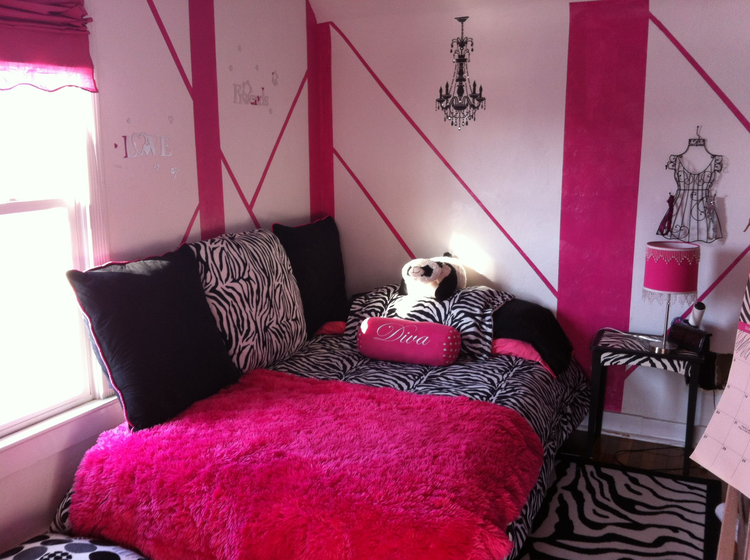 daphne's room is almost done! van halen-inspired (or so my husband
