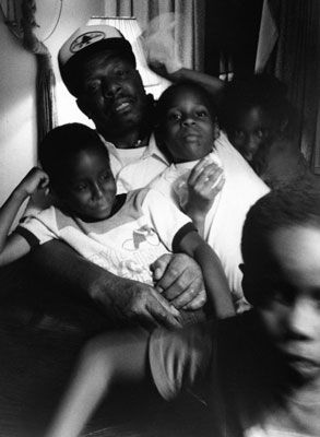 Carrie Mae Weems : Family Pictures and Stories, 1981–1982