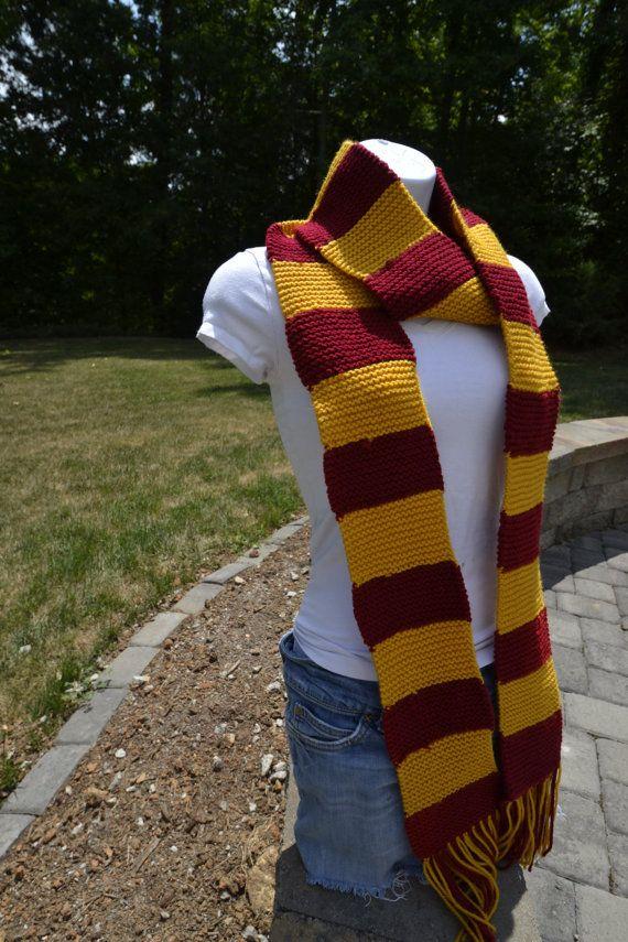 Harry Potter Gryffindor Scarf  Ready to Ship  Handmade por DisKnit, $45.00