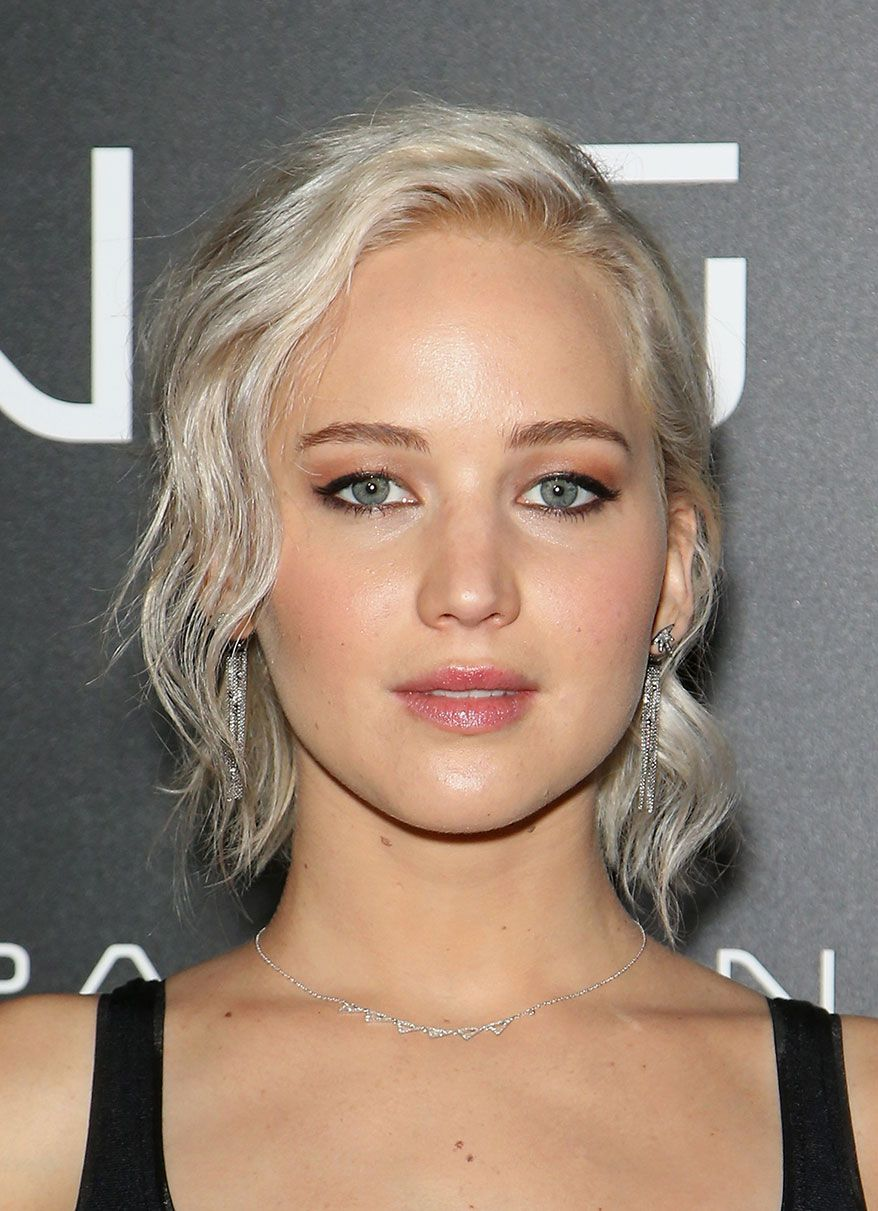 Jennifer Lawrence Debuts New Dark-Blonde Hair to Close Out2016