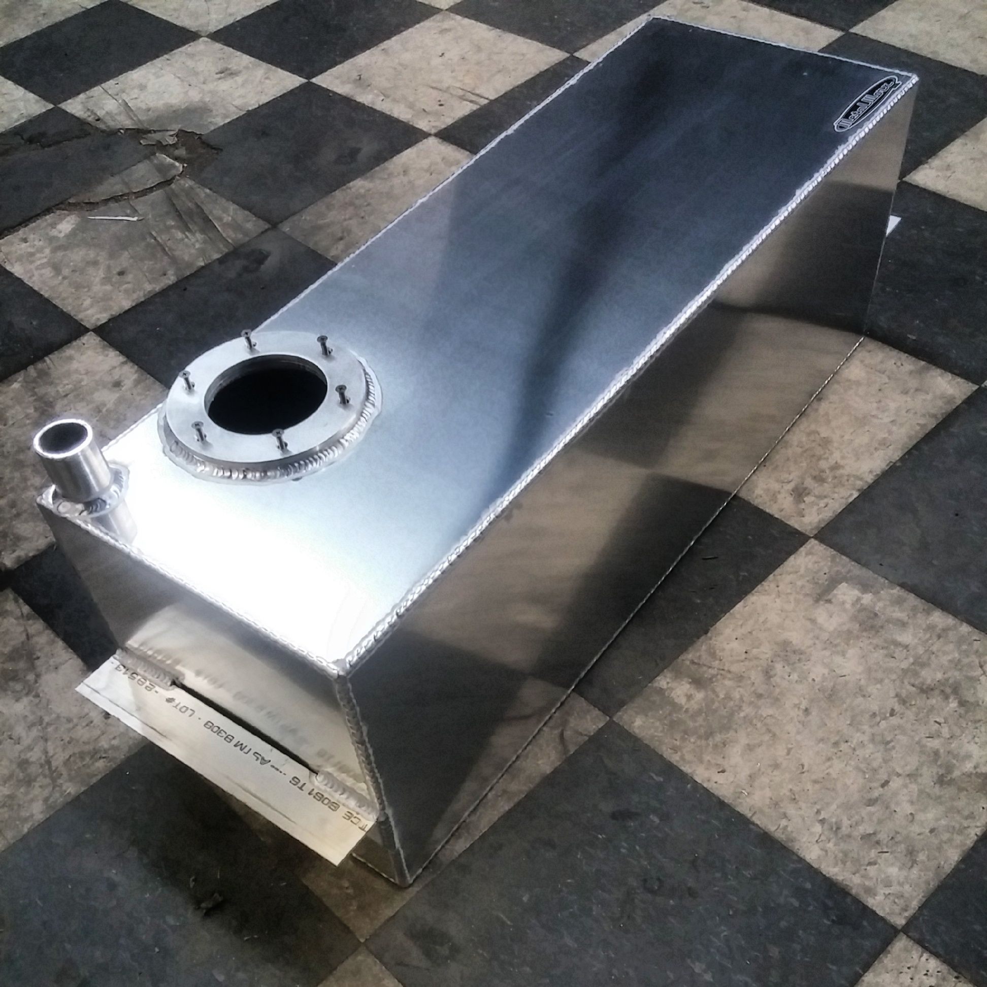 a 34x12x12 aluminum fuel cell for a chevrolet s10 with a 2 filler neck and stock fuel pump adapter rings [ 1944 x 1944 Pixel ]
