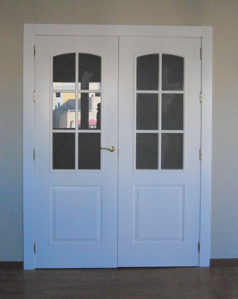 Puerta Lacada En Blanco Con Palillería Y Cristal Transparente Palilleria Puertas De Hierro Forjado Puertas Lacadas