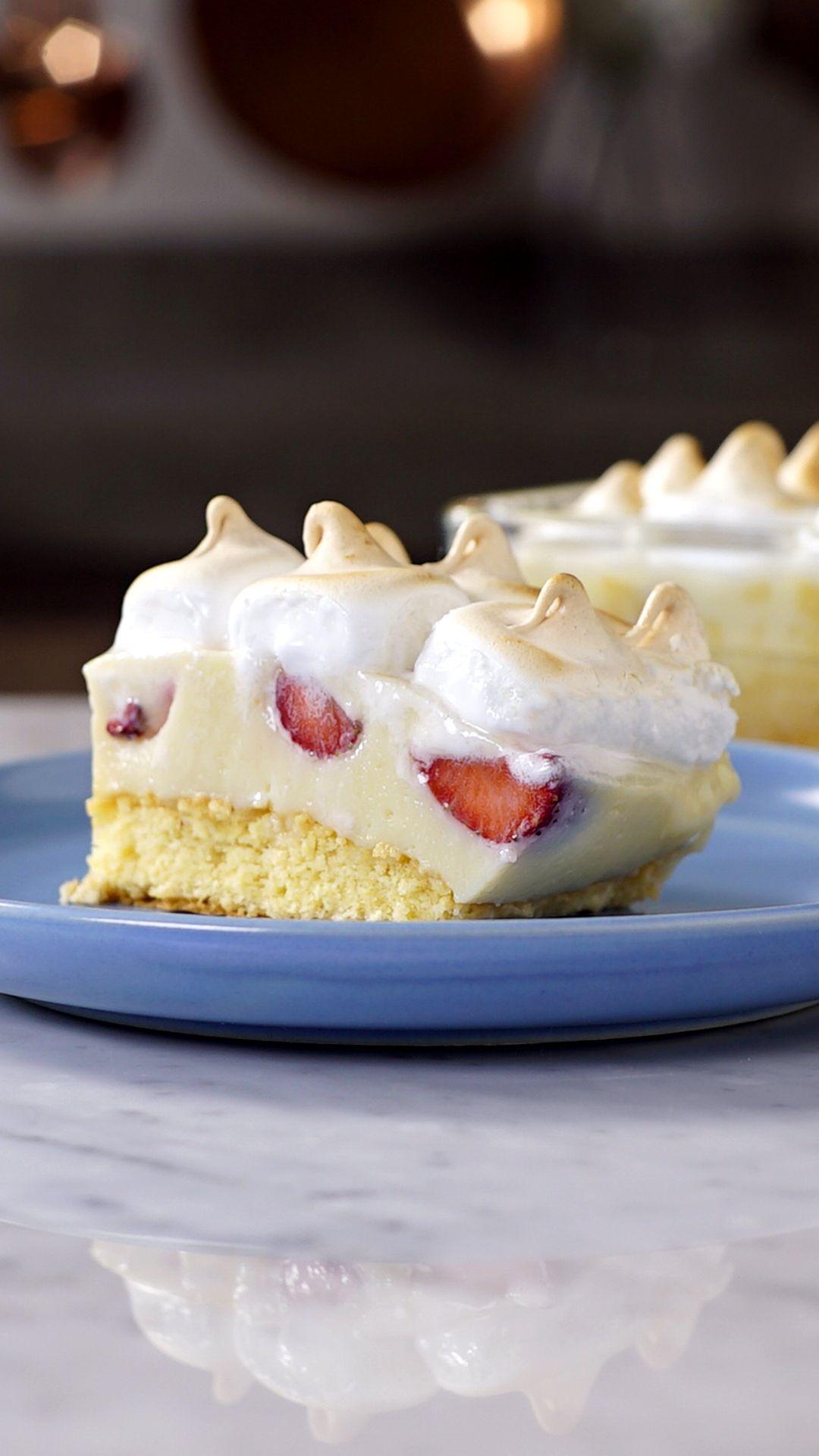 Torta Cremosa de Fresas is part of Desserts - Disfruta sin moderación ese irresistible pastel de fresa con merengue!