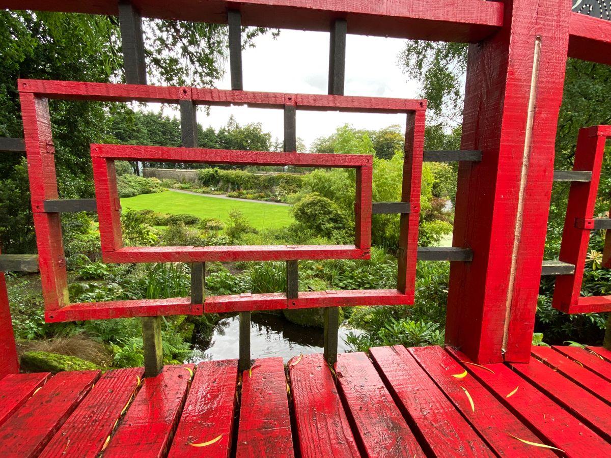 #garden #gardening #asiangarden #chinese #china #photography #photooftheday #photos #background #culture #culturetravel #aesthetic #bridge #bestplacestogo #placestovisit #placestotravel #bestgardenideas #plants #red #greenery #nature #outdoor