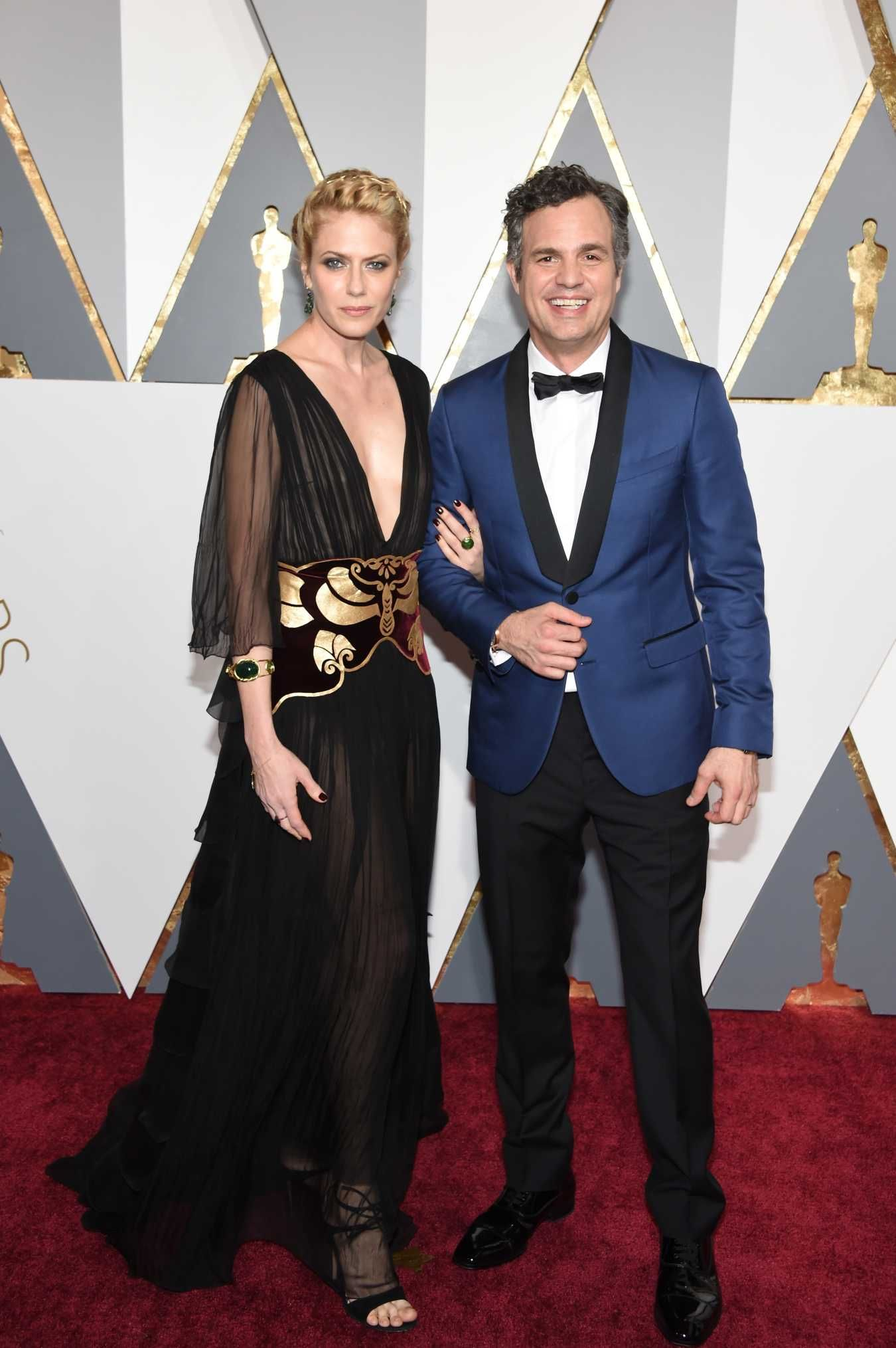 Sunrise Coigney and Mark Ruffalo wears custom Valentino on the Oscars red carpet. Photo: Ethan Miller/Getty Images.