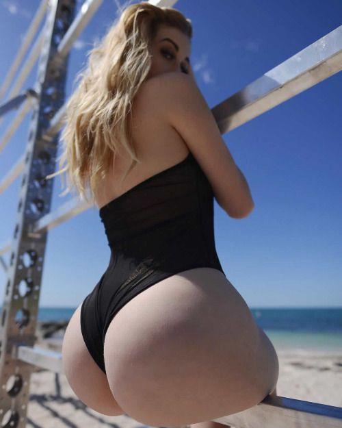 Girls pussys in bikinis