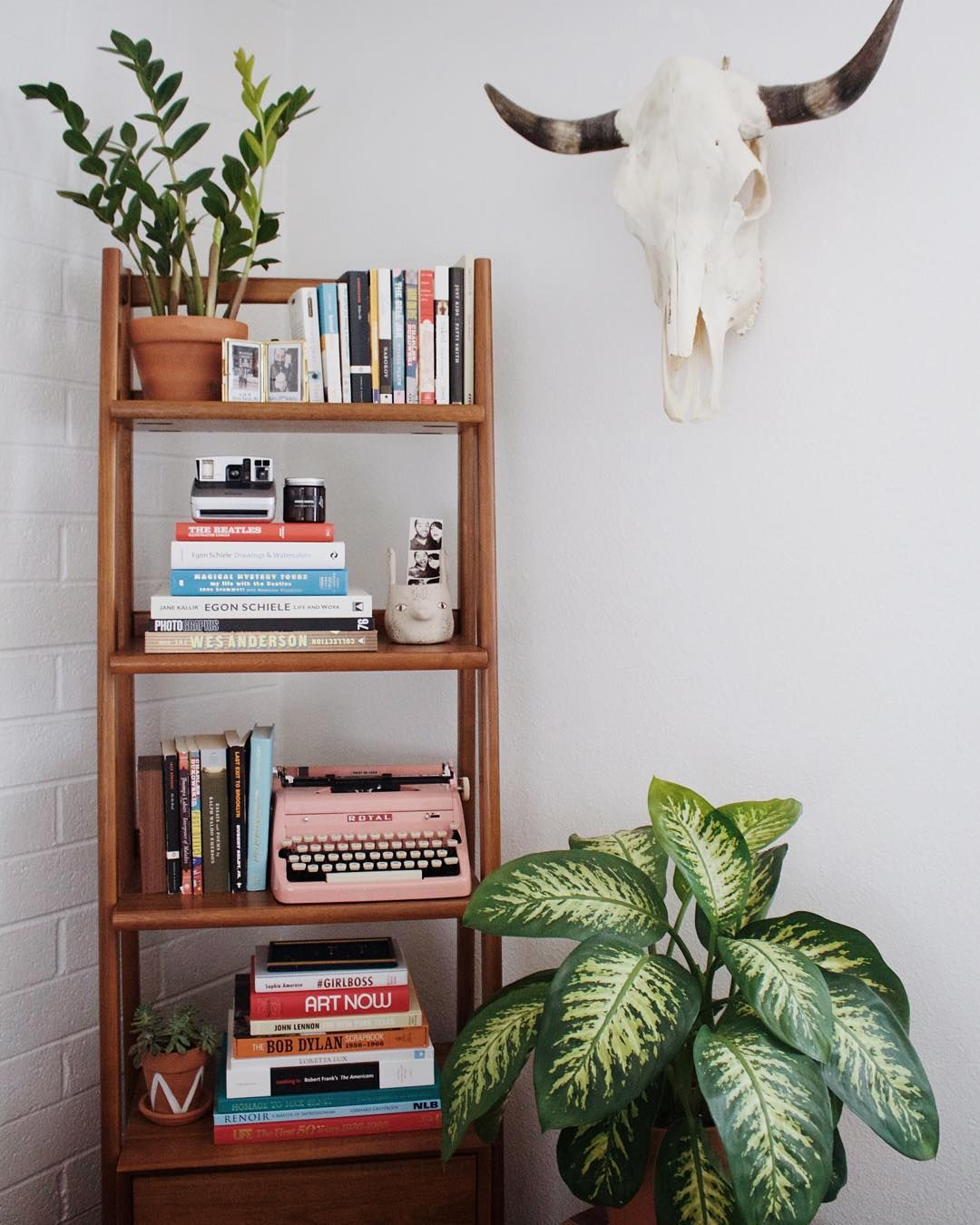 Living Room With Bookshelf: Instagram @newdarlings - Boho/midcentury Home