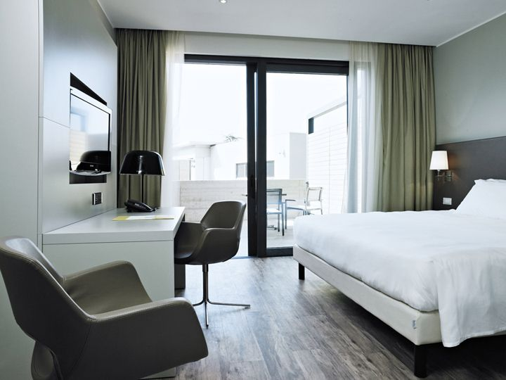 Move Hotel Veneto Italy  (finally a hotel room without carpet!)