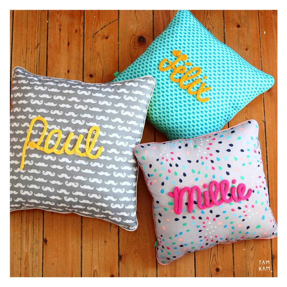 Coussin prénom ou mot tricotin sur commande pillows crochet and