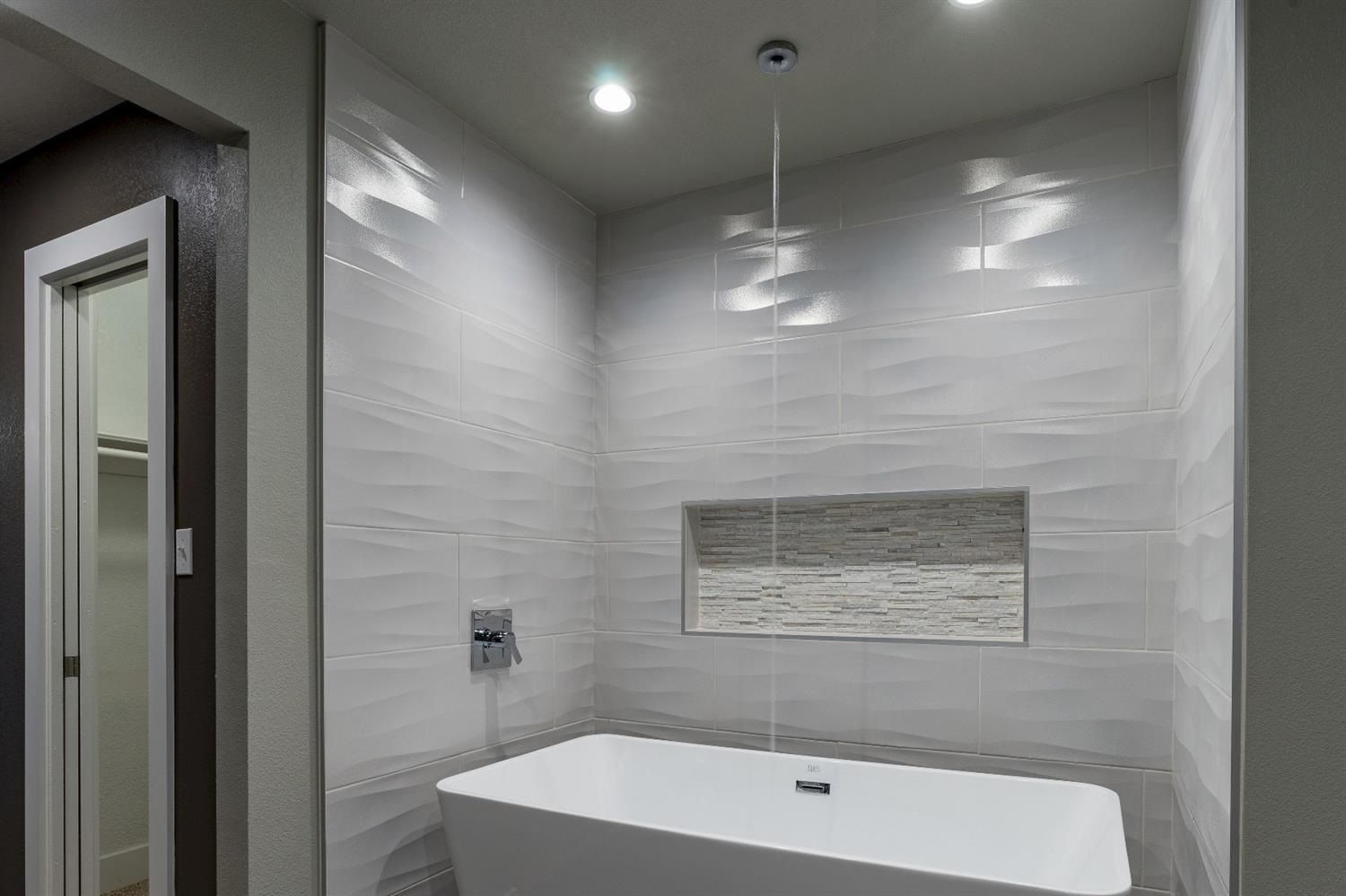 Tiletuesday Features Super Cool Installation By Icon Construction Out Of Fresno California Using Bathroom Shower Walls Shower Shelves Bathroom Shower Tile