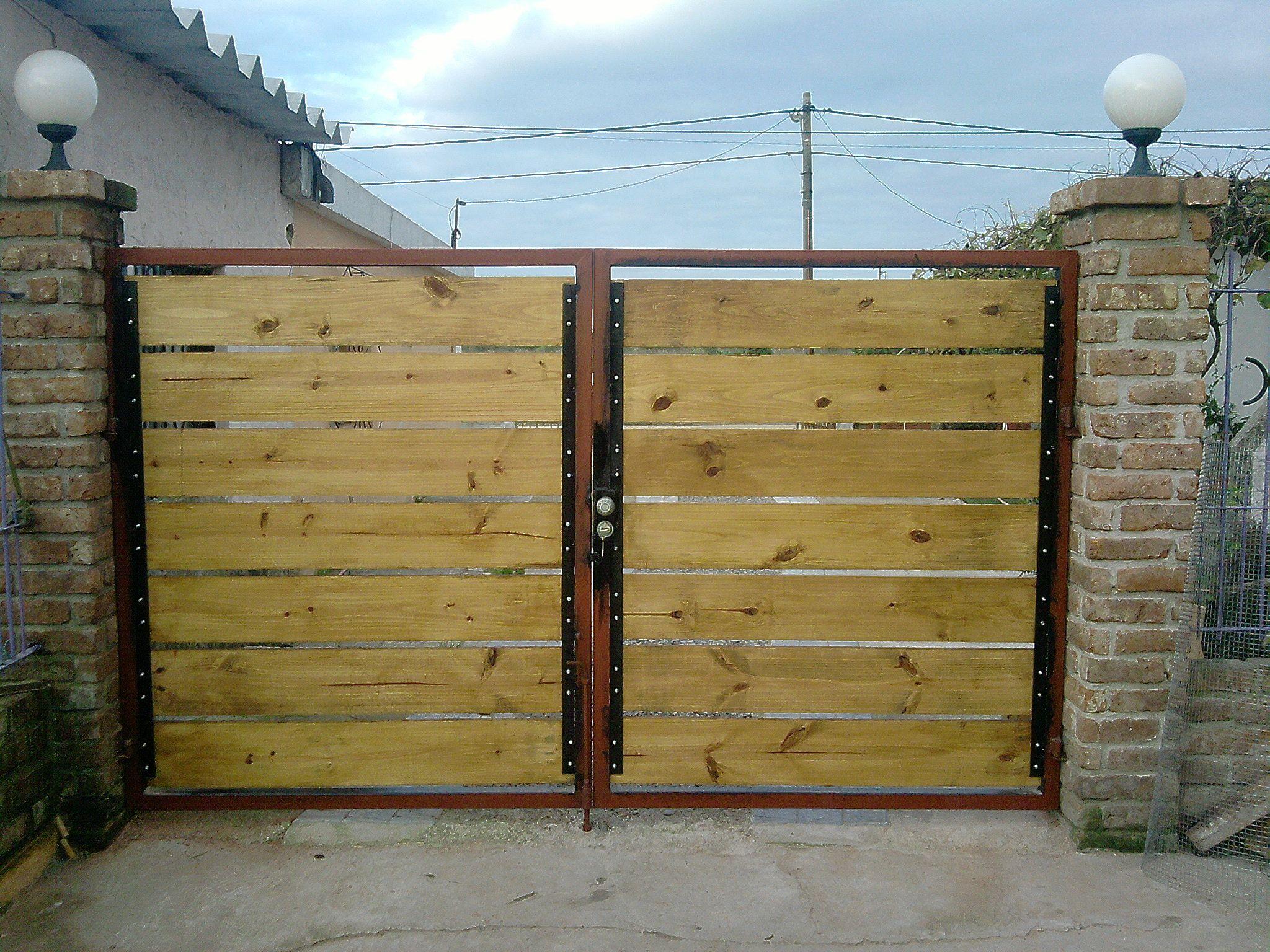 Porton portones madera porton hierro y madera puertas for Puertas y portones de madera