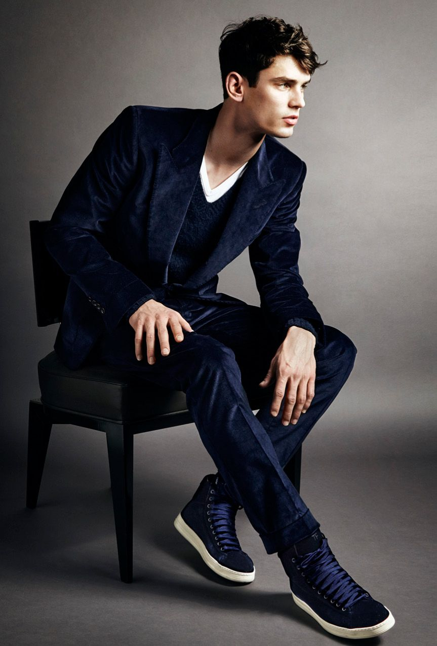 Tom Ford Aw14 Menswear - 23 Navy Cotton Stretch Needle Cord Peak Lapel And Gauntlet Cuff