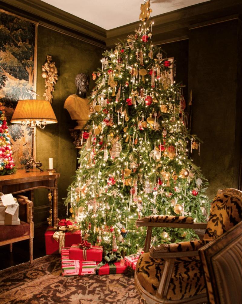 An Elegant New York City Apartment The Glam Pad Christmas Apartment Christmas Tree Christmas Inspiration