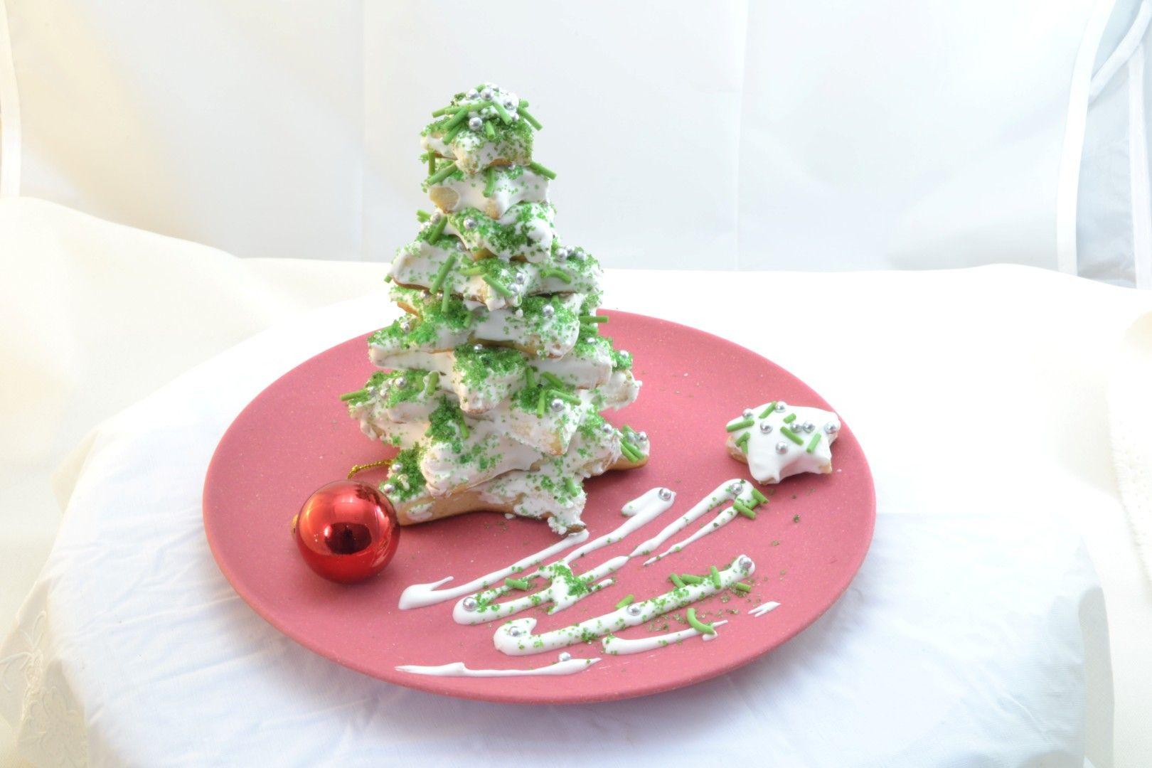 Mira esta novedosa receta, para preparar un pino de navidad con galletas. Clic para verla --> http://www.solopostres.com/re1116.html #navidad #recetas #postres #solopostres