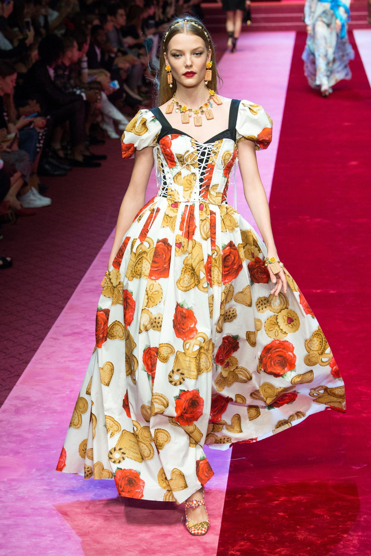 c53e85be7c624c Dolce   Gabbana Spring 2018 Ready-to-Wear Fashion Show   Fashion and ...