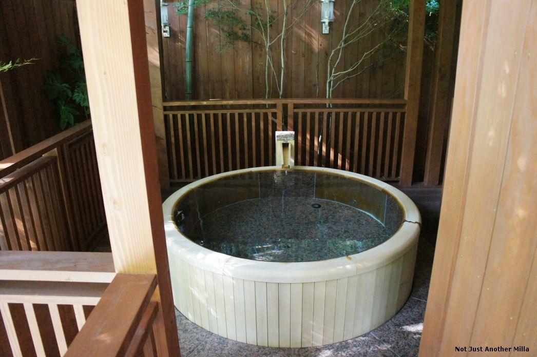 Outdoor soaking tub at Yama No Chaya ryokan, Hakone, Japan | Japan ...