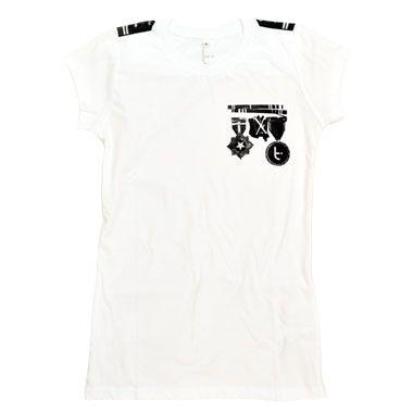 Camiseta estilo militar con serigrafía libre de tóxicos. (pero militar del flower power que aquí no somos nada belicosos)