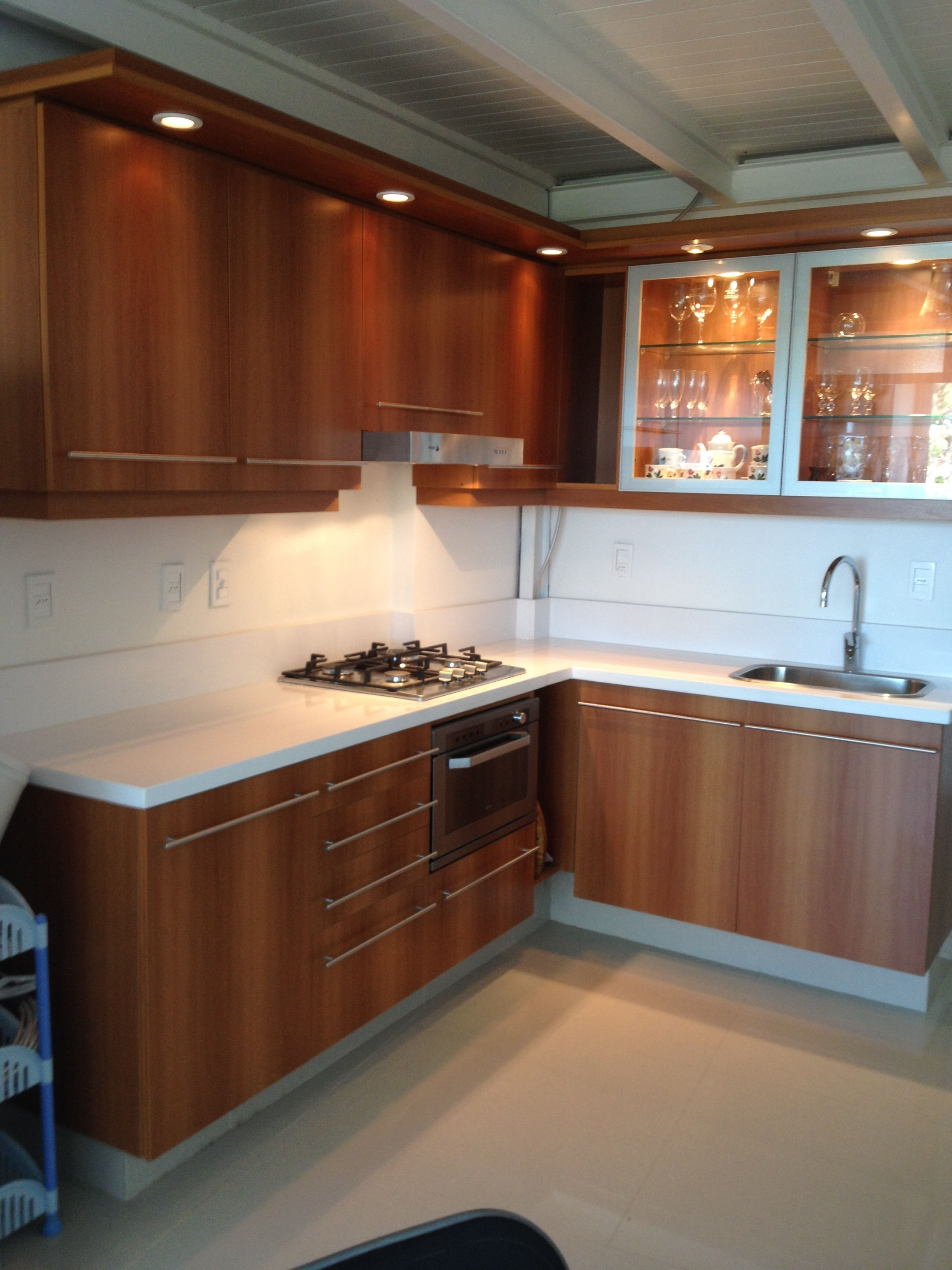 grupo3. cocina en nogal brianza, puertas de vidrio y aluminio ...