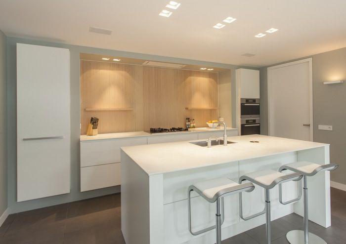 Moderne Warme Keuken : Moderne keuken in u vorm met warm hout en stijlvolle vormgeving