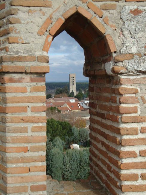 Vista de la Torre de San Nicolás desde el castillo de Coca