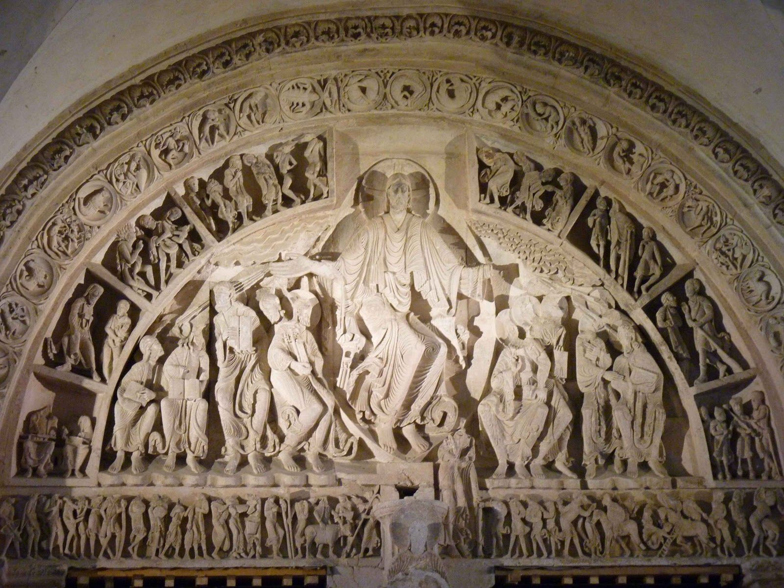 Portada central de la iglesia de Santa Mara de Vézelay Francia Escultura románica