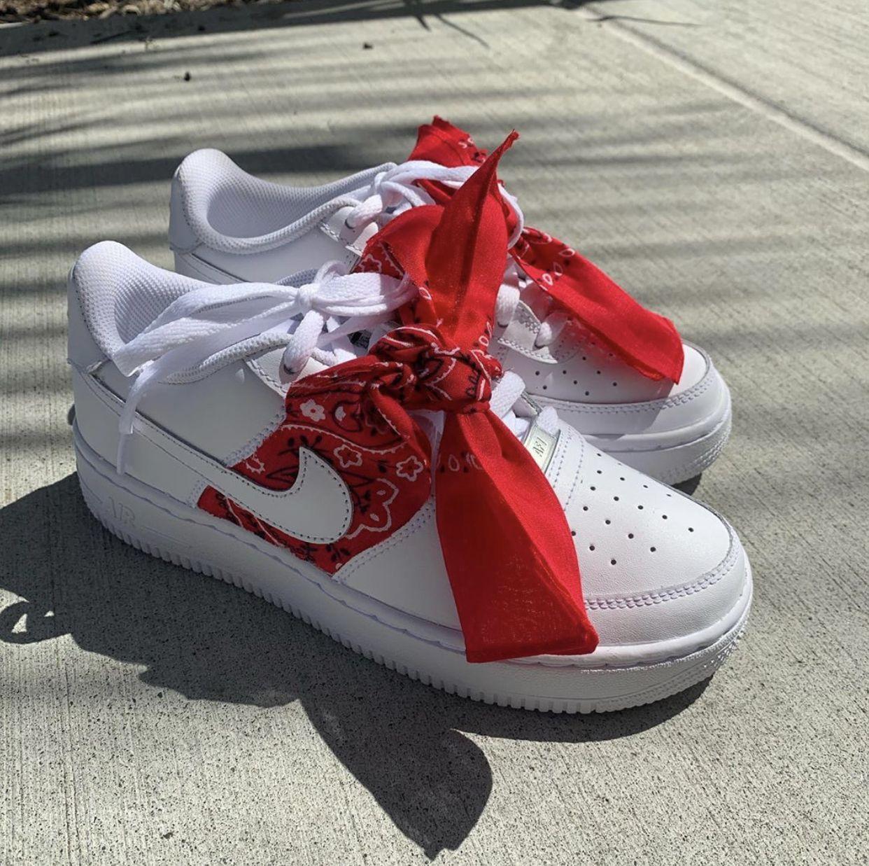 Red Bandana Air Force 1s em 2020 Sapatos, Sapatilhas e