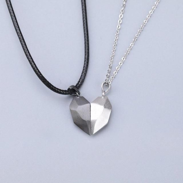 Metals Type: Stainless SteelNecklace Type: Pendant NecklacesChain Type: Rope ChainMaterial: MetalShape\pattern: HeartPendant Size: 2*1cm Estimated Delivery: 2 weeks