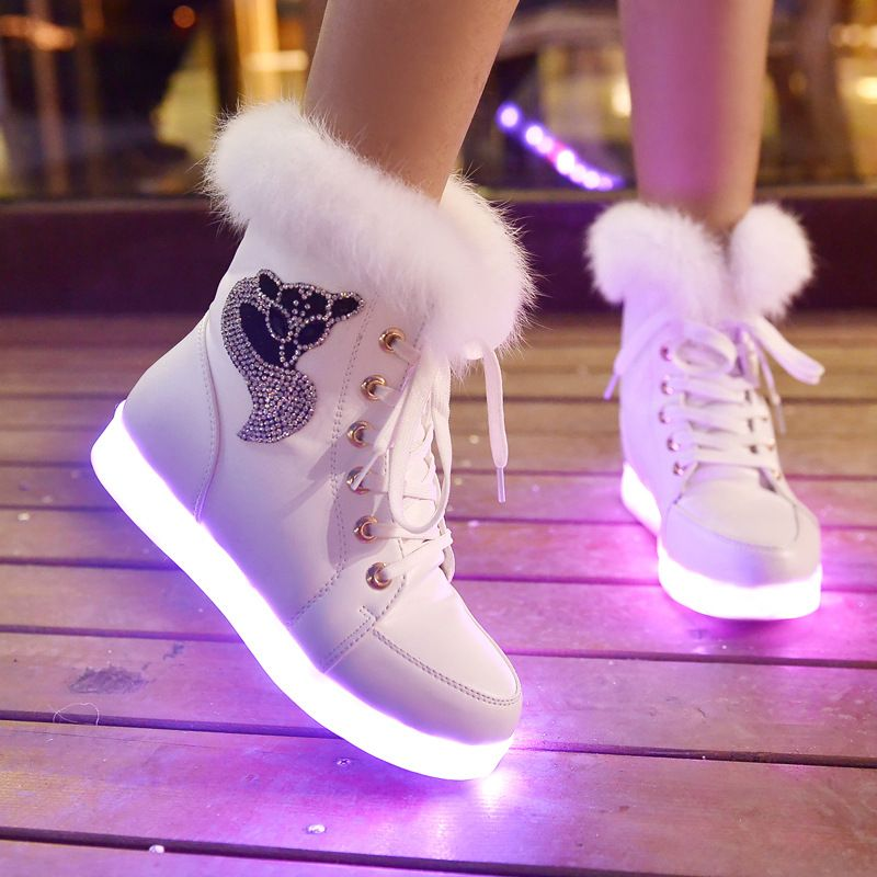 Material:synthetic AND rubber.Fashion desigh with colorful LED the size of  shoes from di Cute students glow LED high help ugg boots