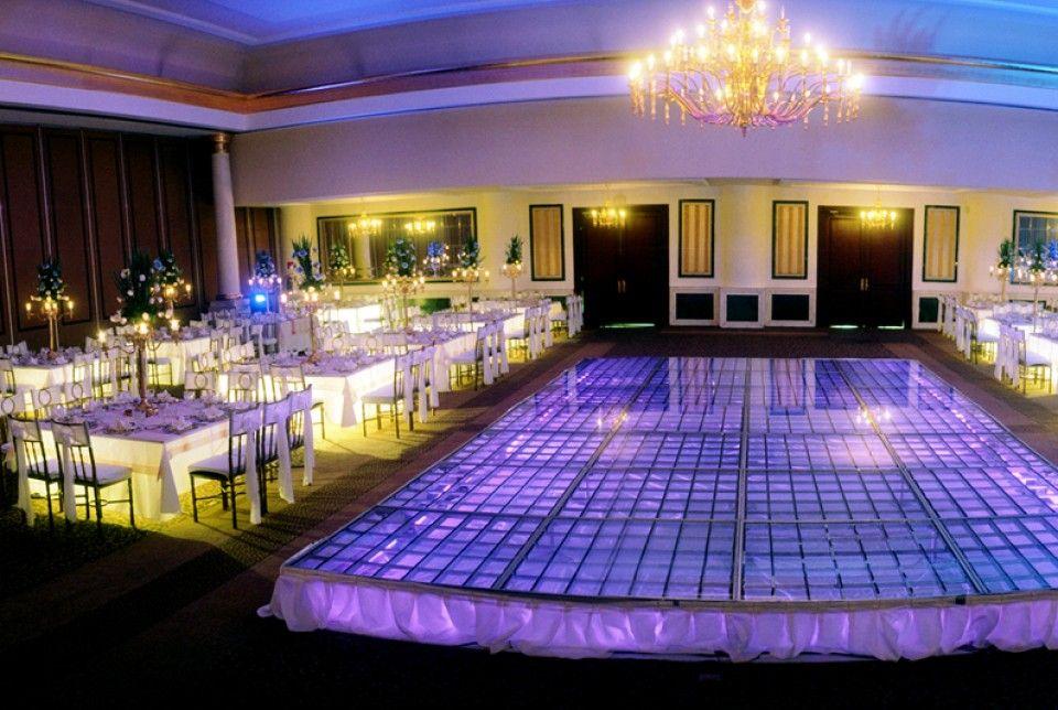 Iluminación en diferentes colores e intensidad para tu fiesta http://missxv.grupopalacio.com.mx/