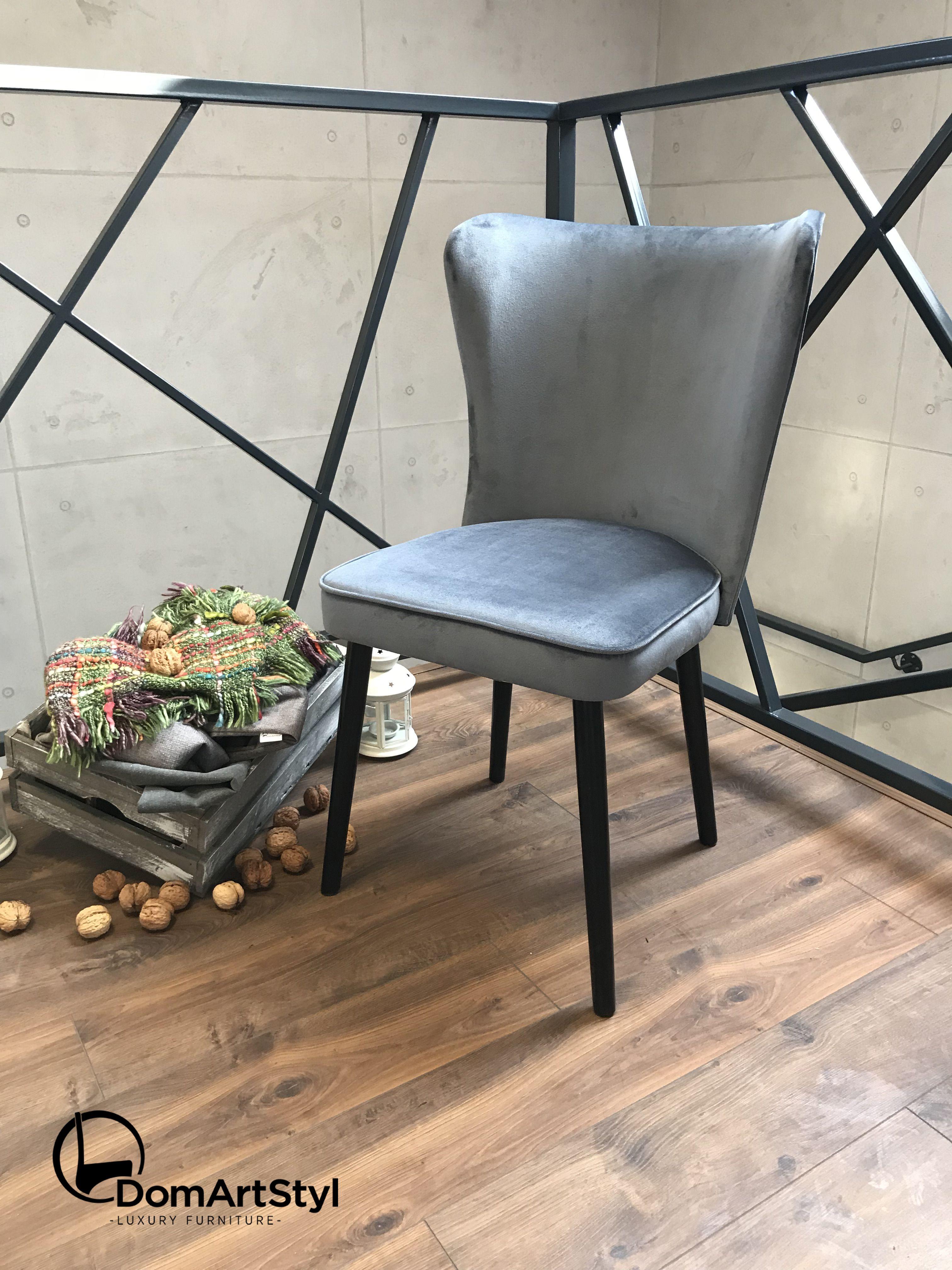 Stylowe Krzesło Monti Posiada Toczone Nogi Więc