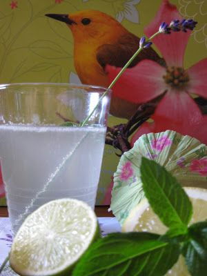 Lavendellimonade & Schafskäsecreme mit Lavendelsirup