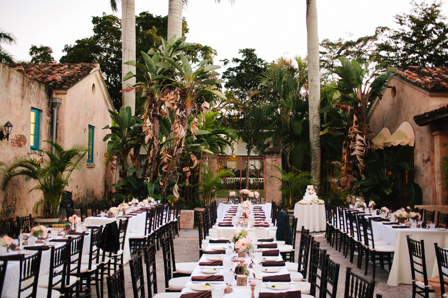Clic Meets Vintage Venetian Pool Reception Photo Becca Borge Photography