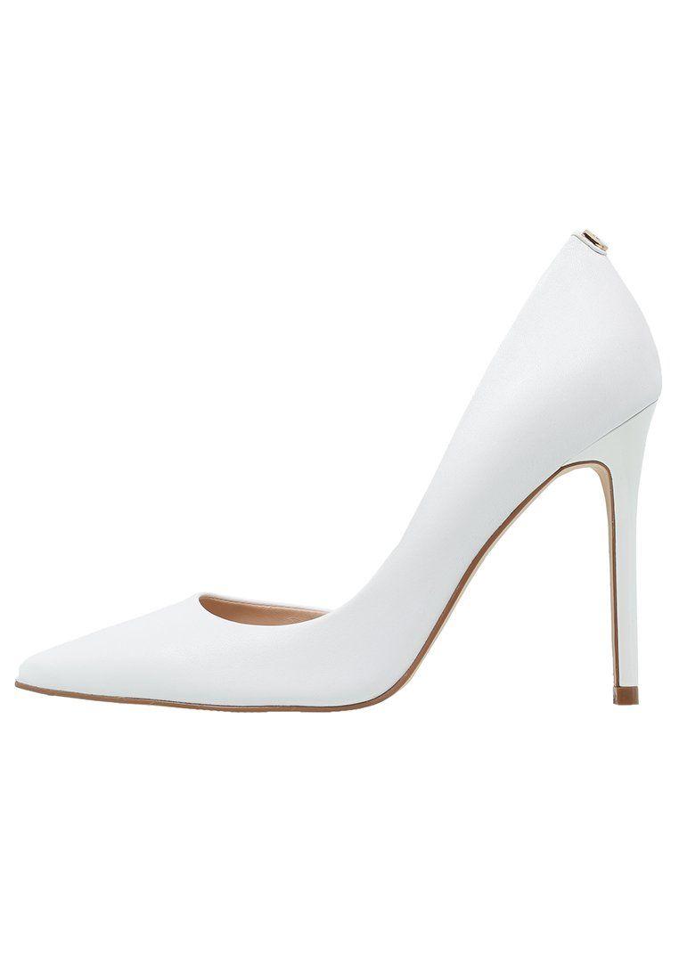 Guess Briane Czolenka Biale Szpilki White Fashyou Pl Kitten Heels Shoes Heels