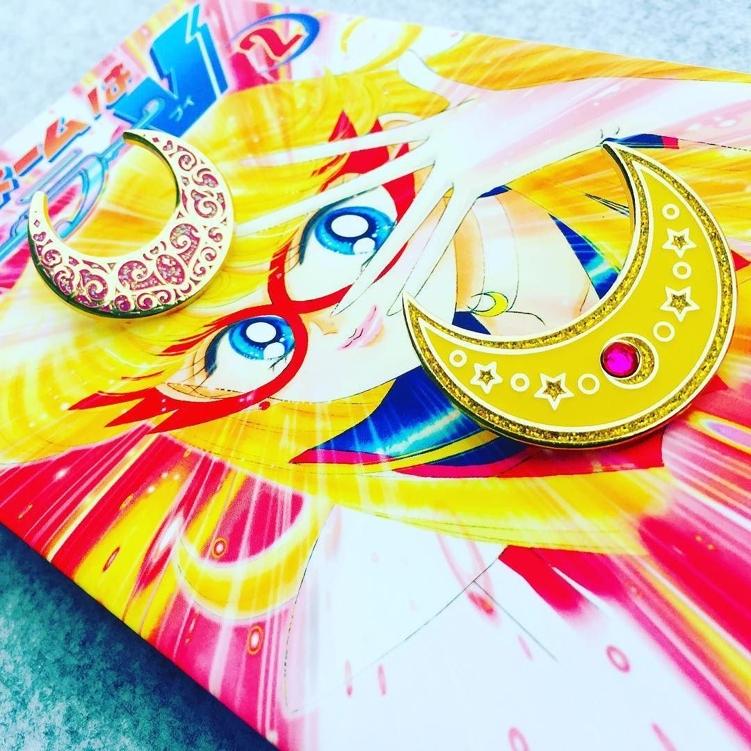 Our Usagi would be nothing without her trusted friend fellow sailor scout and favorite video game character the guardian of love and beauty Minako Aiko aka Sailor Venus! - Thanks for the lovely trade @geekmepretty! Our Usagi Moon with your Crescent Moon compact is beautiful combination. #soulpiecelabs #soulpiececollection #usagimoon #sailormoon #usagitsukino #pgsm #moonies #prettyguardiansailormoon #sailormooncollection #sailormoonpins #セーラームーン #sailormooncrystal #sailormoonfan…
