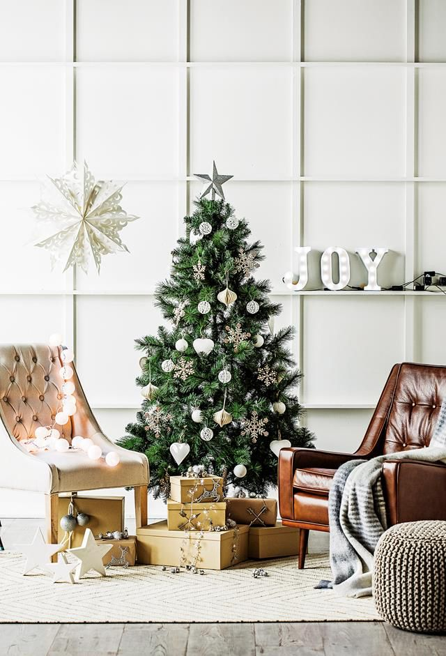 Australian Christmas Tree Decorations.Love The Shelves With The Lattice Wall Moldings In