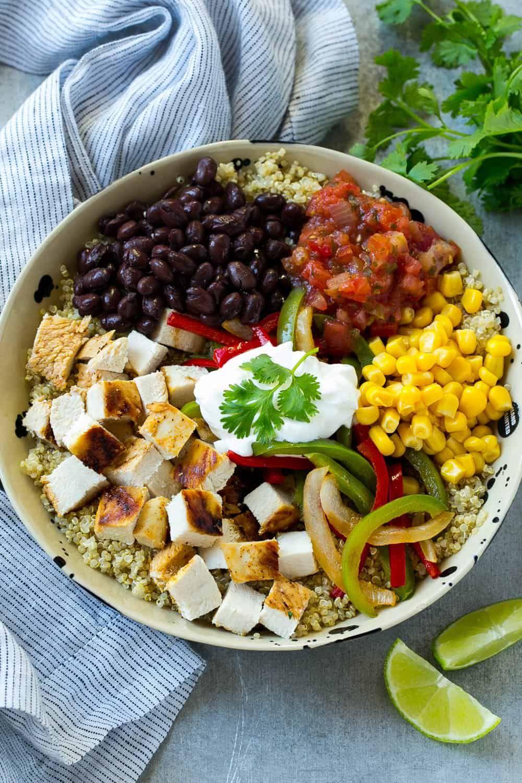 Recette de bol de poulet au quinoa mexicain