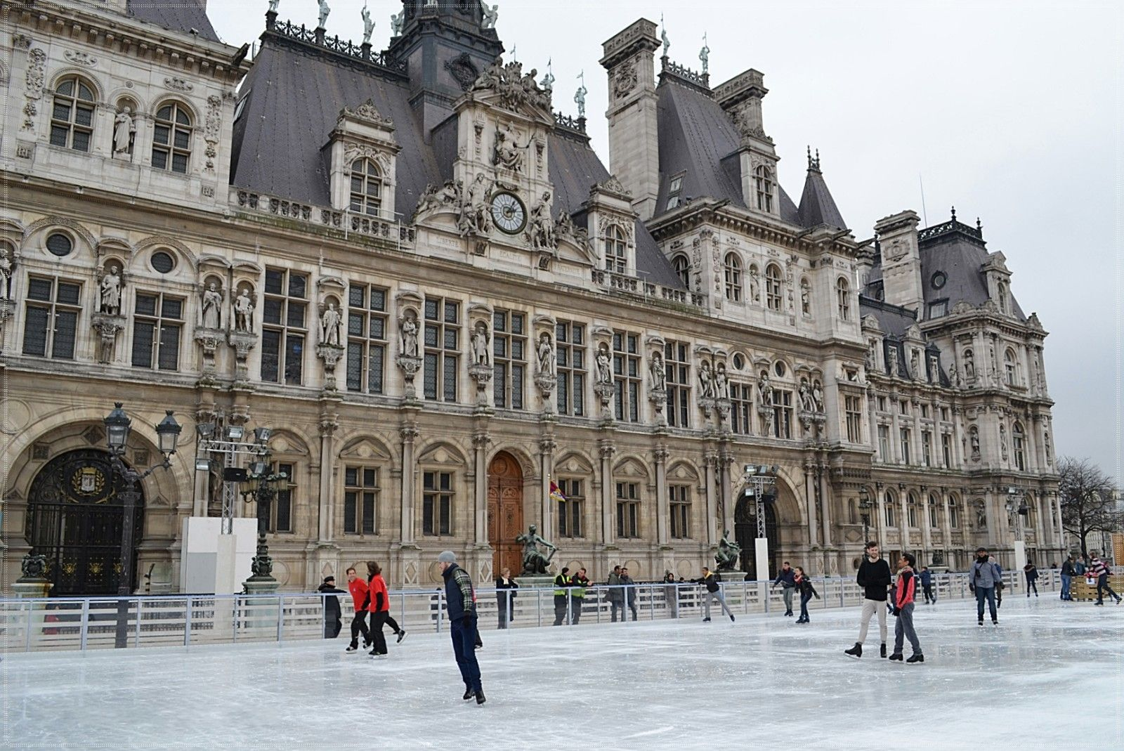 Paris La Patinoire De L Hotel De Ville The Good Place Places