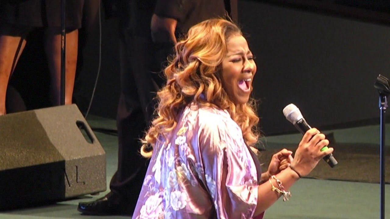 Le'Andria Johnson   A Tribute to A King 2018 - YouTube
