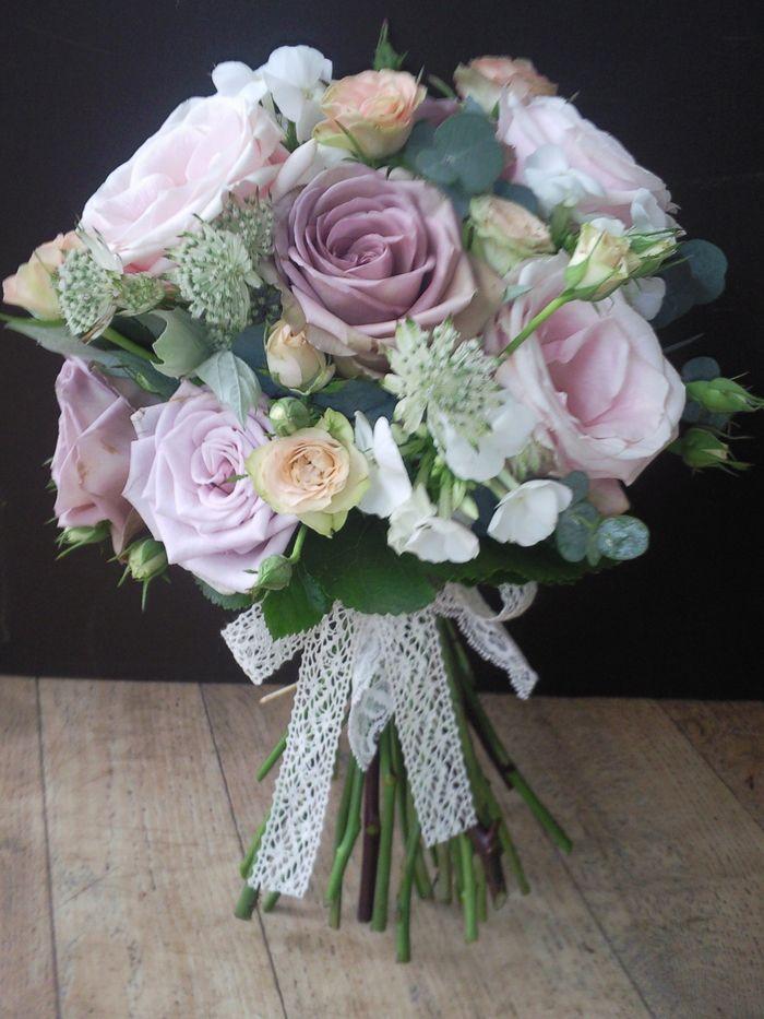 rosa und weiße Blumen ein Band aus Spitze die perfekten ...