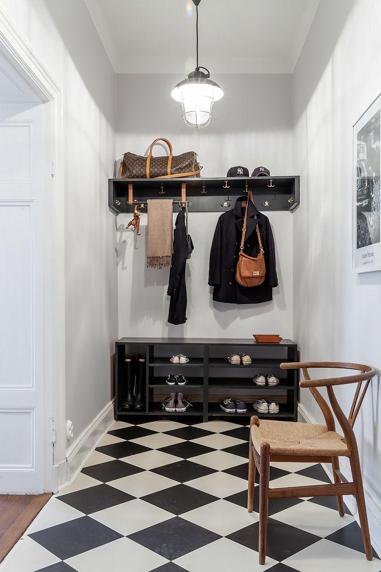 Hall rutigt golv y stol hatthylla skohylla Hallen inspiration Pinterest Pluggar, Namn