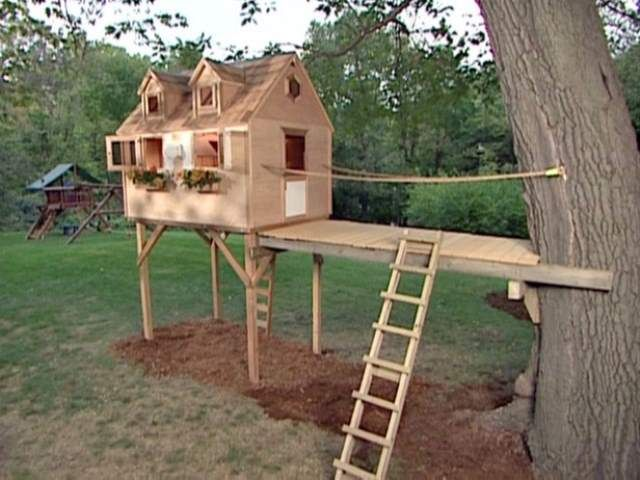 How to build a tree house around a backyard fence for Kids outdoor fort plans