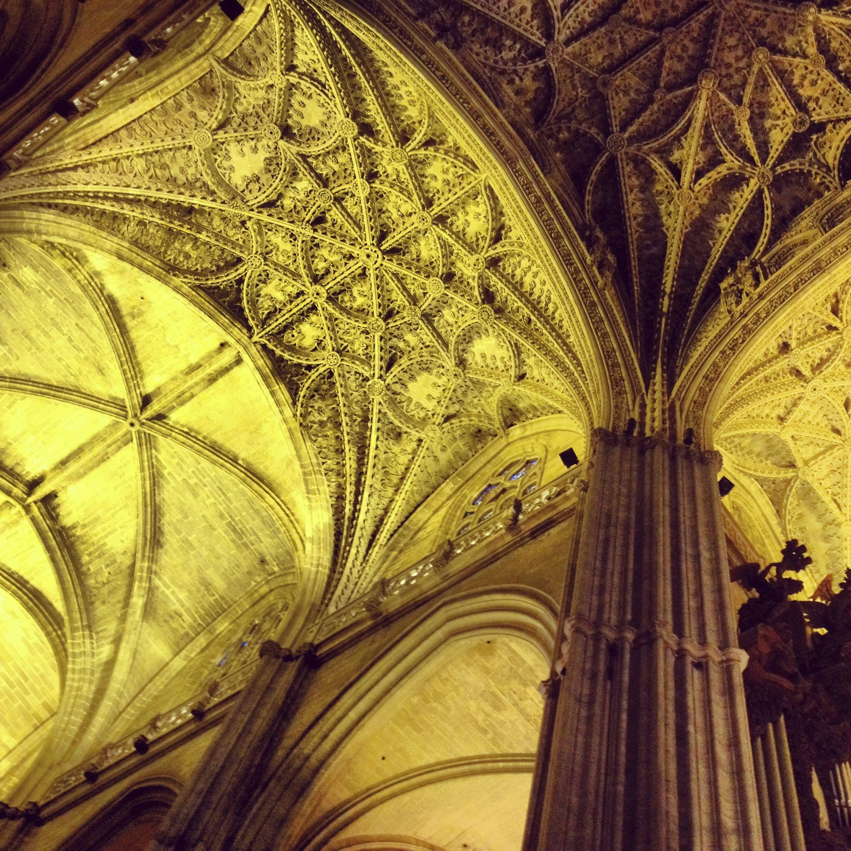 Mirar hacia arriba en la catedral de Sevilla es una experiencia espiritual con todas las letras..