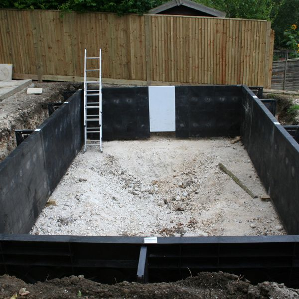 Building a swimming pool made easy using a swimmer polymer - Swimming pool water fountain kits ...
