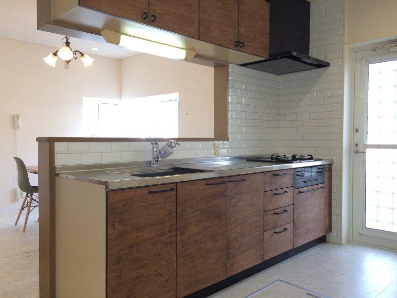 簡単diy キッチン扉を劇的おしゃれにする 格安リメイク方法